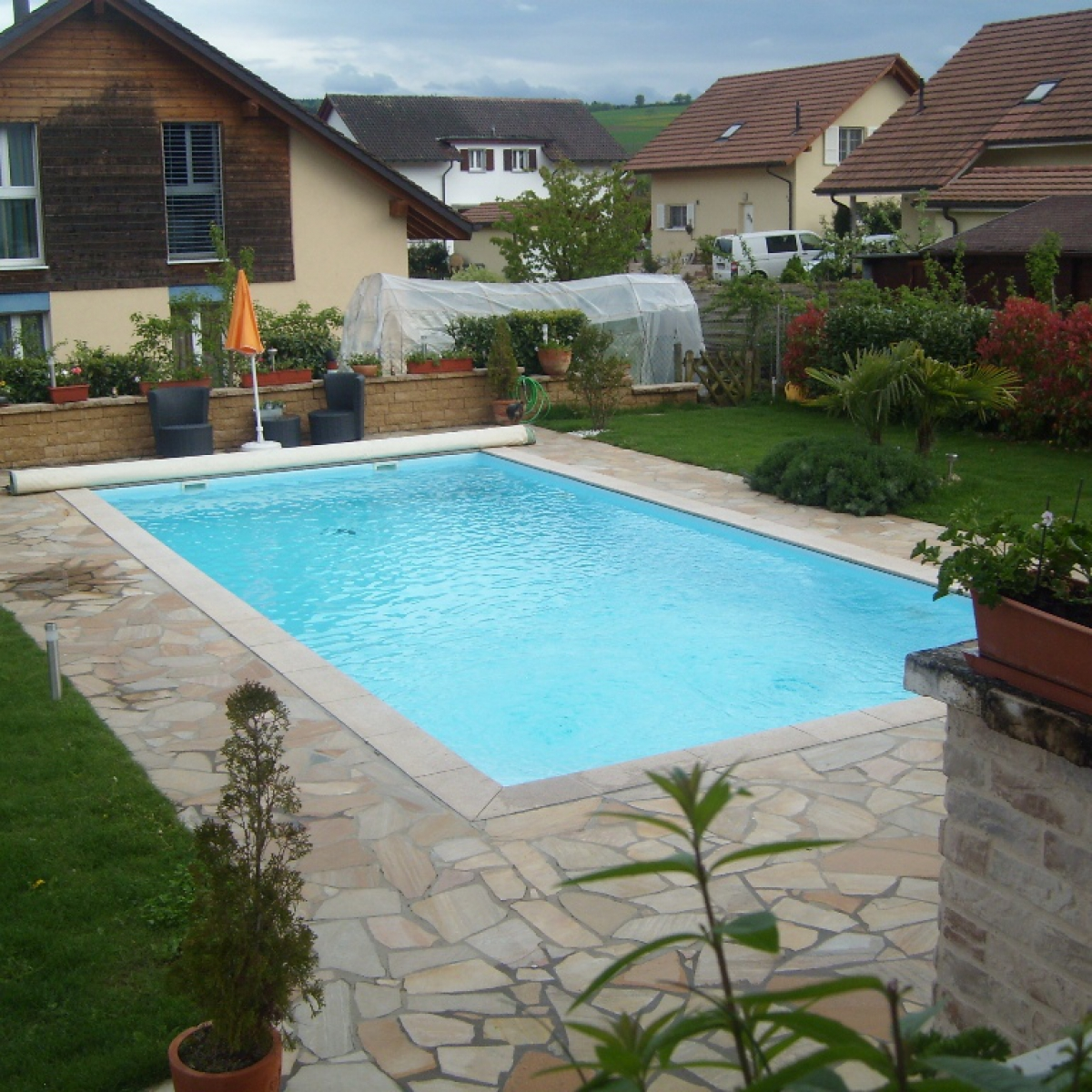 Construction piscine aménagement en dallage quartzite